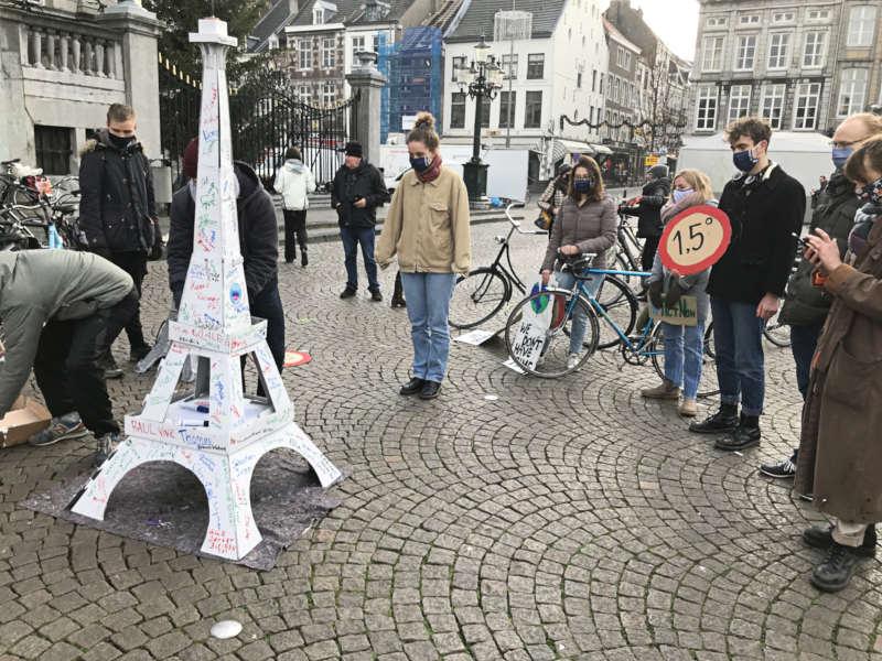 Bild: Das Modell des Eiffelturms in Maastricht aufgebaut