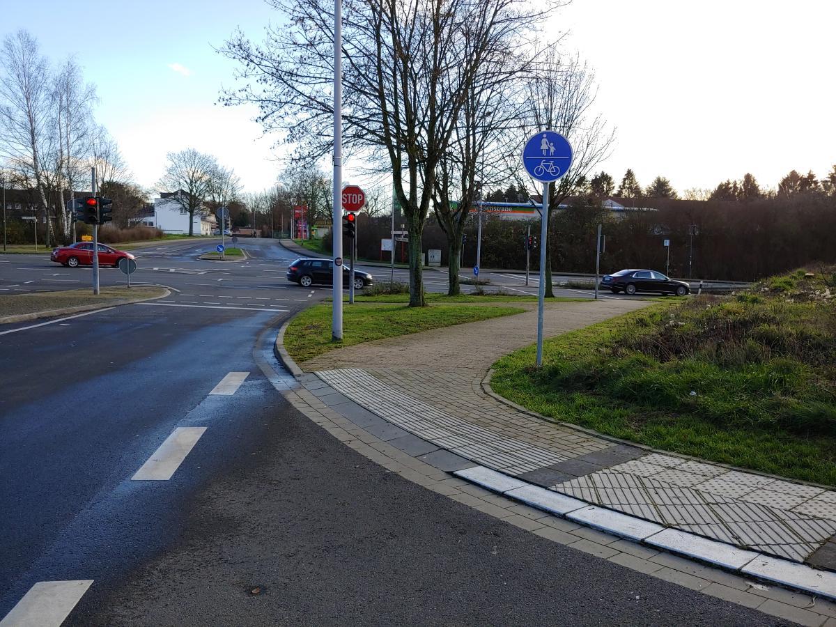 Bild: Kombinierter Rad- und Fußweg mit Benutzungspflicht