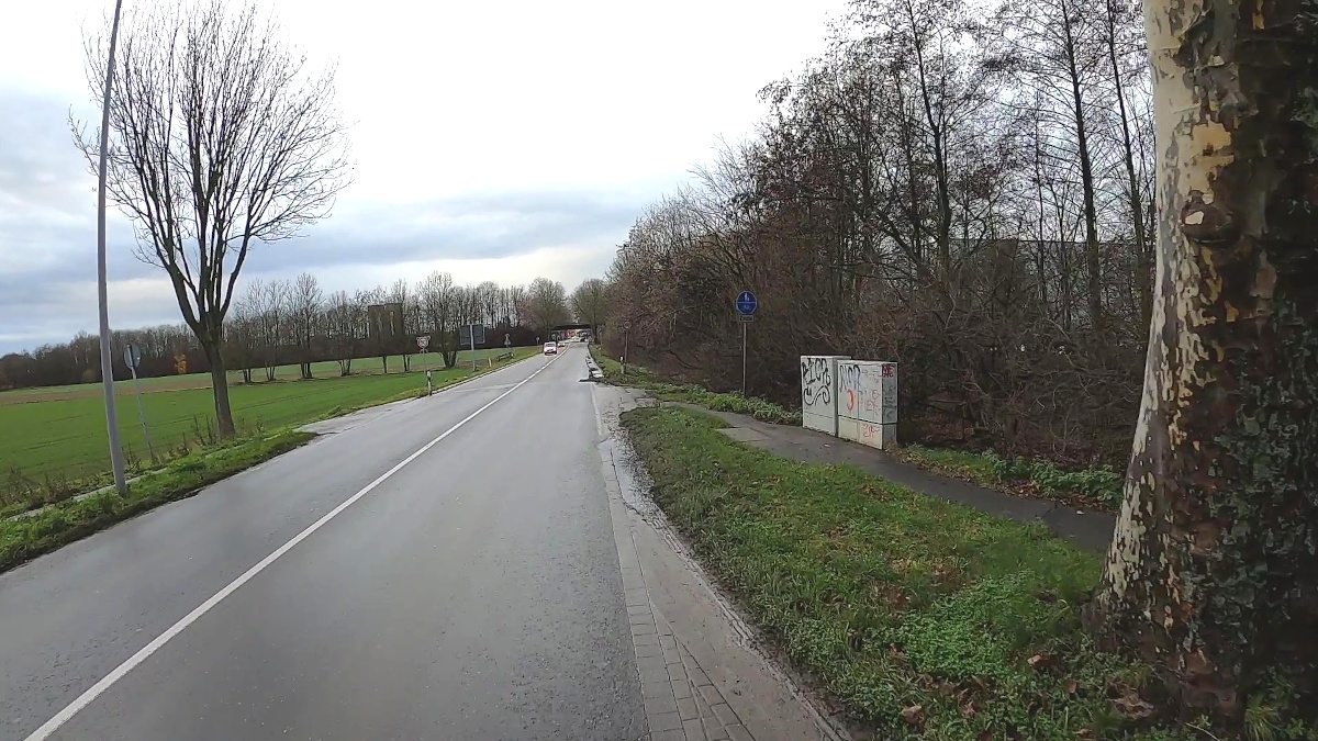 Bild: Schlechter Radweg am Kreisverkehr Konrad-Zuse-Straße
