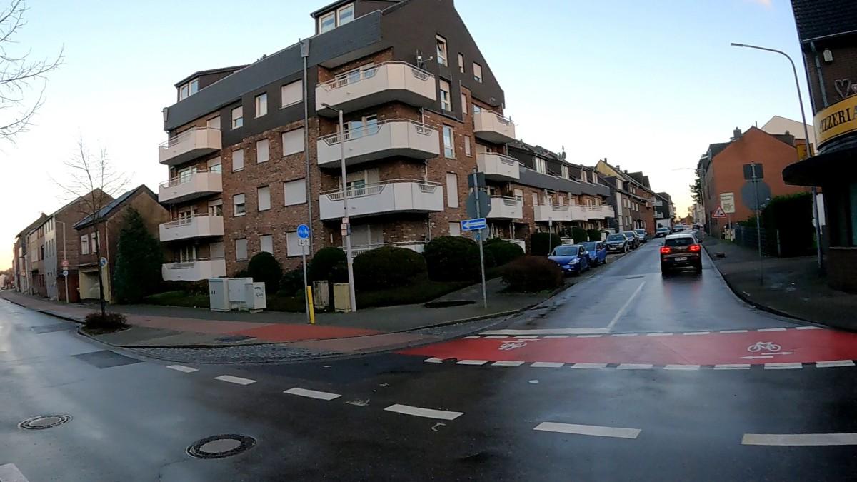 Bild: Neu gestaltete Kreuzung Rathausstraße - Schaufenberger Straße in Alsdorf