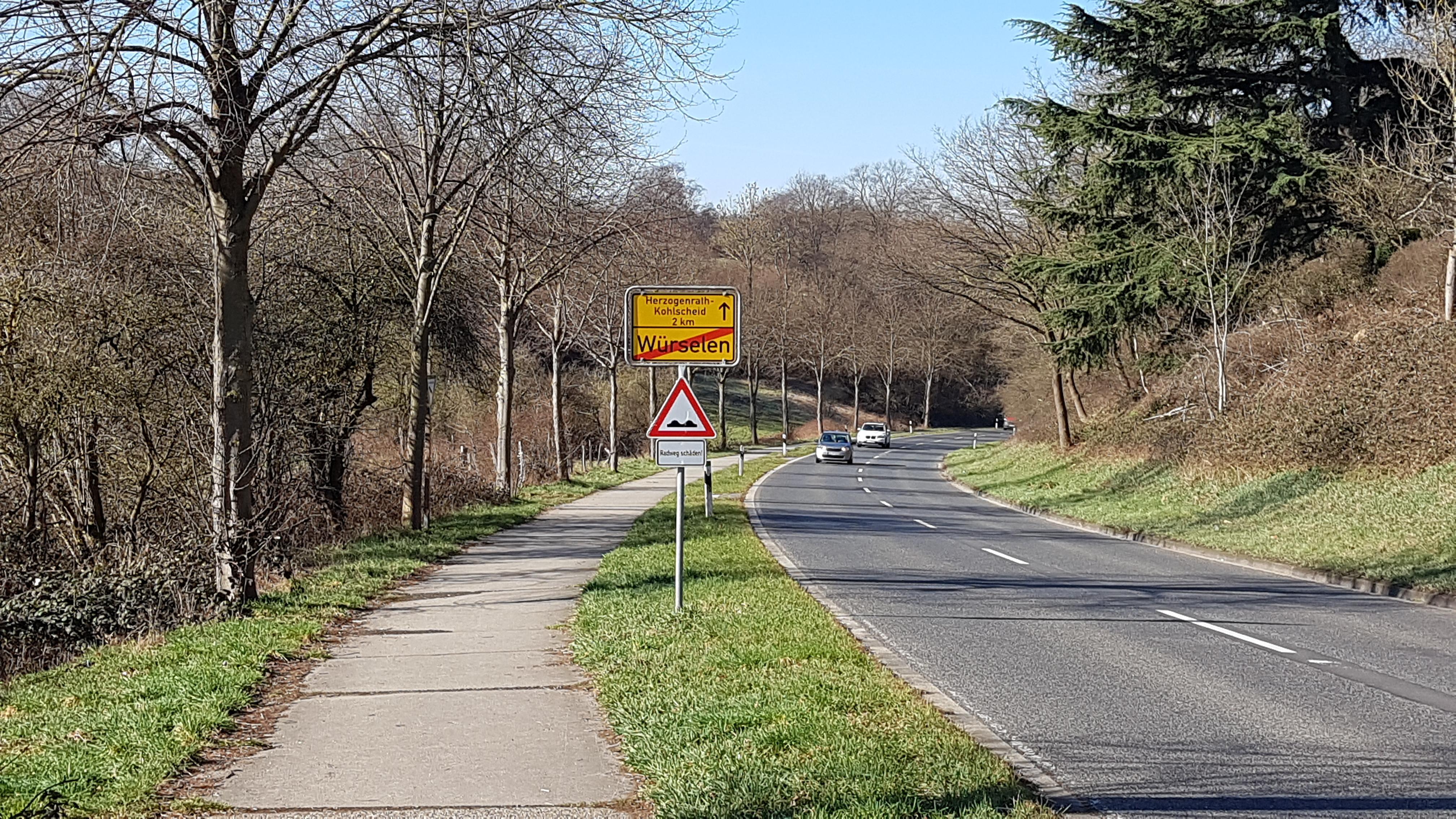 Bild: Schild Radwegschäden auf der Schweilbacher Straße in Würselen