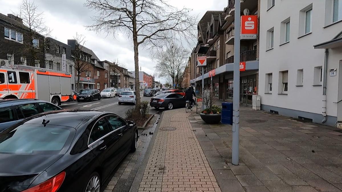 Bild: Schmaler Radweg auf der Aachener Straße nähe Mariadorf Dreieck in Alsdorf