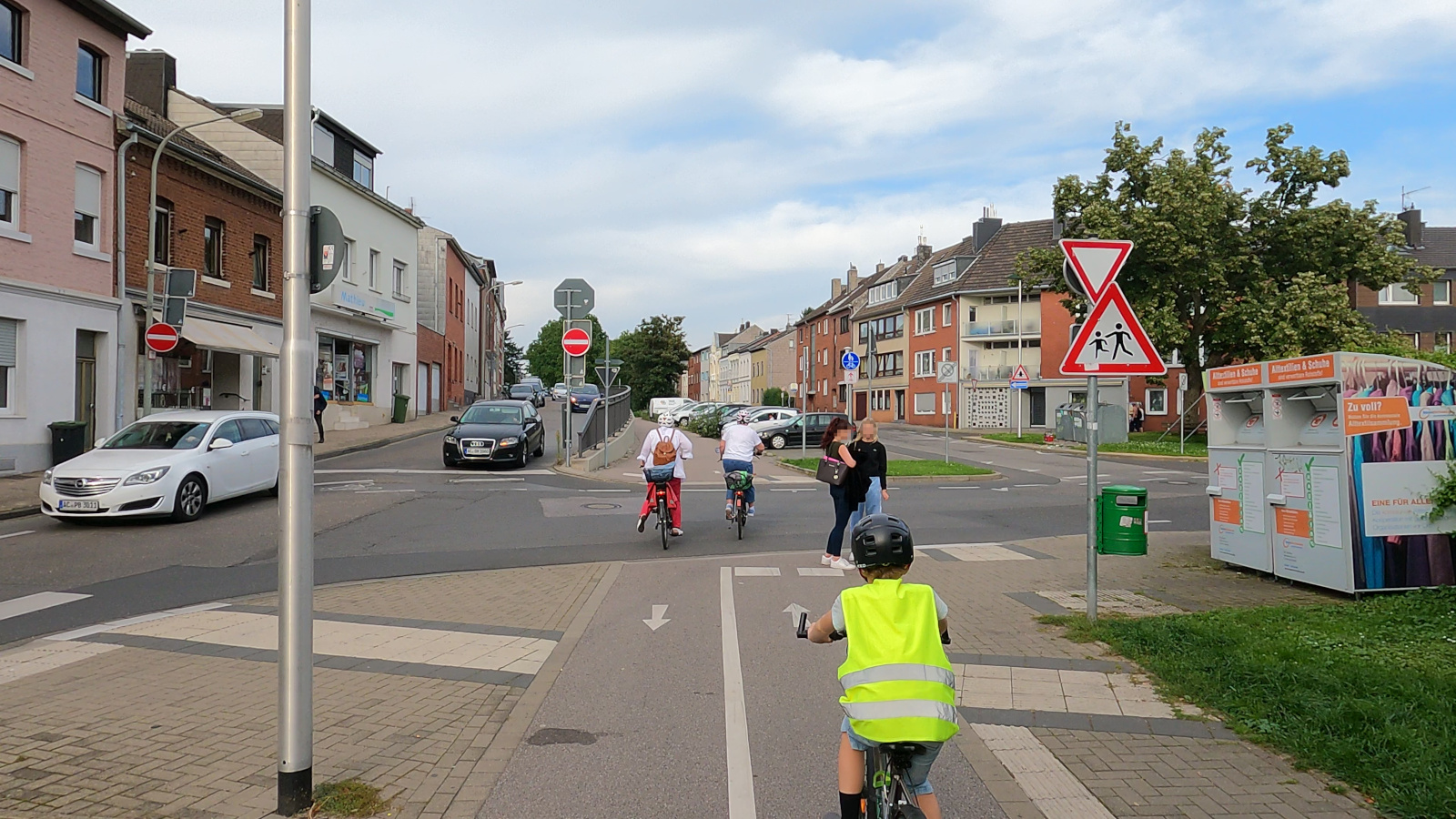 Bild: Kreuzung des Bahntrassenradwegs Aachen-Jülich mit der Wilhelmstraße, leider ohne Vorfahrt